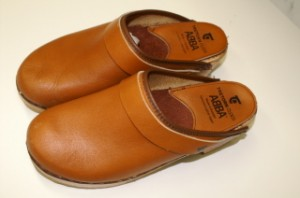 leather-clogs